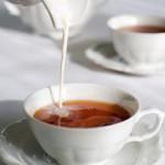Пить или не пить: чай с молоком полезно ли?