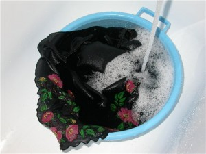 Как стирать вышивку