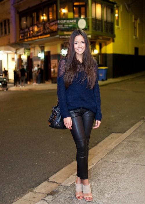 Девушки в кожаных джинсах фото
