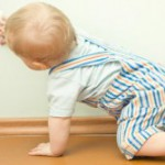 Как отучить ребенка лазить в розетку