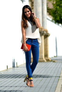 джинсы синего цвета