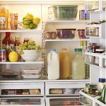 Как устранить неприятный запах в холодильнике