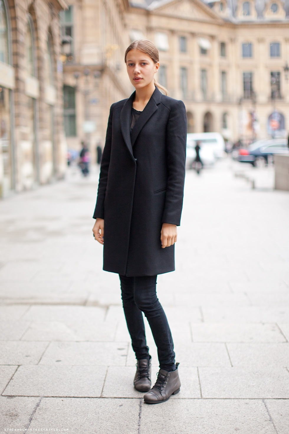 black boots coat on Inspirationde
