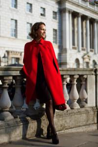 пальто красного цвета фото