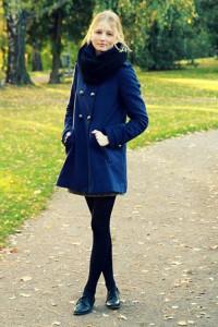 синее пальто фото