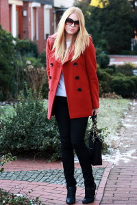 С чем носить красное пальто фото