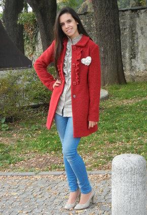 С чем носить красное пальто.