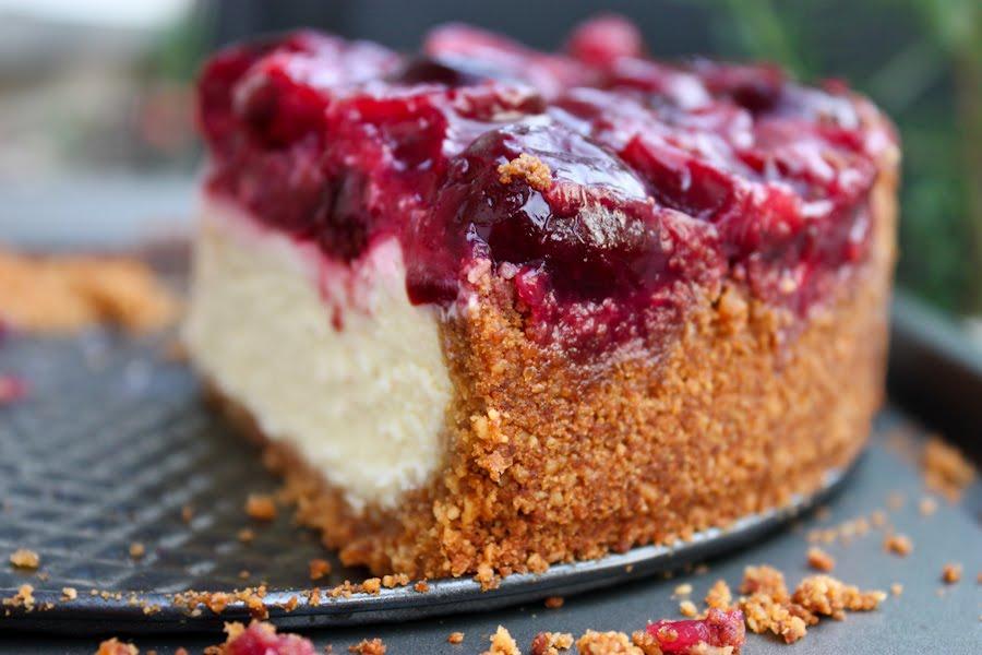 Фото рецепт пирога с вишней в мультиварке