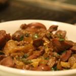Куриные желудочки в мультиварке в сметанном соусе и с овощами