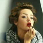 Как красить губы красной губной помадой?