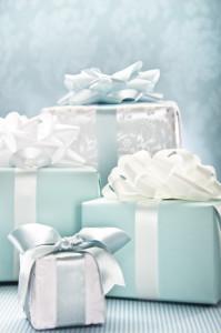 Что можно подарить коллеге на свадьбу?