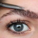 Как подстричь брови для придания им красивой формы
