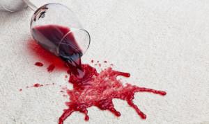 Как отстирать красное вино