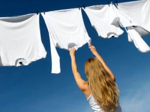 Как отстирать полинявшие белые вещи