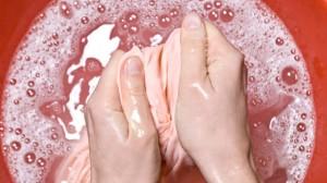 Как отстирать кровь на одежде