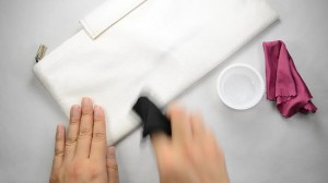 Как почистить белую кожу
