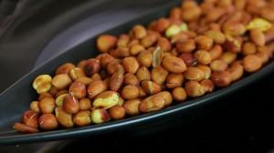 Как очистить арахис от шелухи
