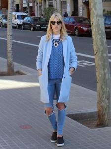 с чем носить пальто голубого цвета фото