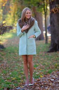 пальто голубого цвета фото