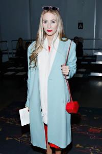 светло синее пальто