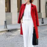 С чем  модно носить белые брюки