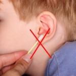 Как нужно правильно чистить уши ребенку