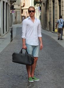 С чем носить мужские джинсовые шорты