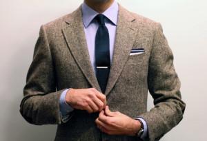 Как носить зажим для галстука