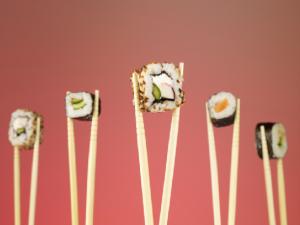 Как есть палочками суши